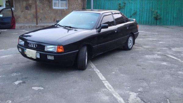 Автомобиль Audi-80 или бричка