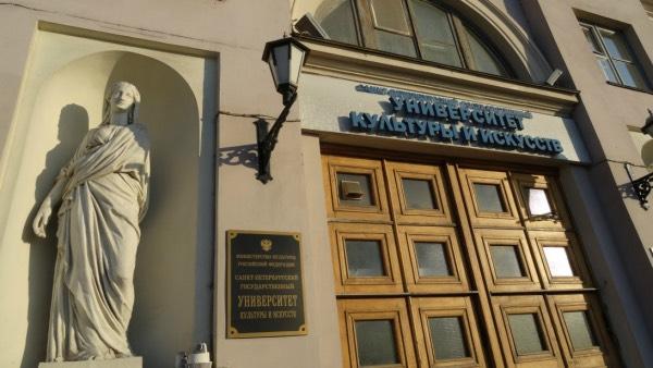 Главный вход в Кулёк (фото)